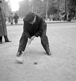 Jeu de croquet au Jardin du Luxembourg, 1957