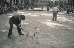 Jeu de croquet au Jardin du Luxembourg, 1954